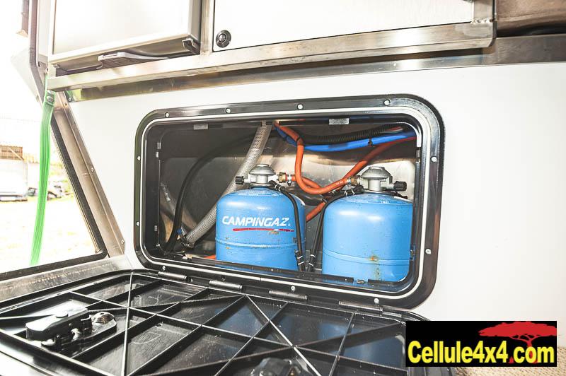 Ce coffre permet de ranger deux bouteilles de gaz